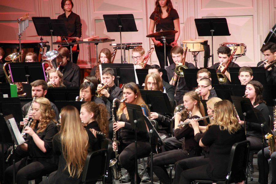 Band program to present its annual holiday concert