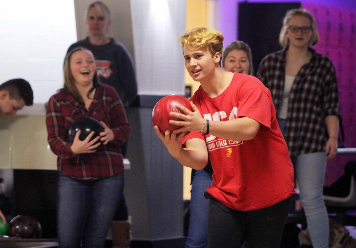 Bowling team establishes goals early in season