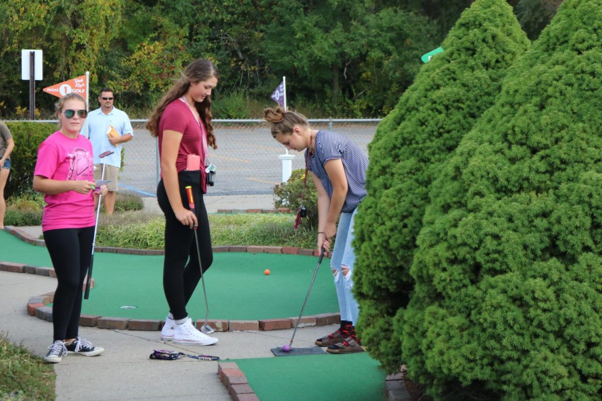 Juniors+Ava+Stebbins%2C+gets+ready+to+take+her+shot.+Stebbins+along+with+the+rest+of+the+girls+Varsity+golf+team+play+a+round+of+mini+golf++before+getting+ice+cream+at+Uncle+Rays.