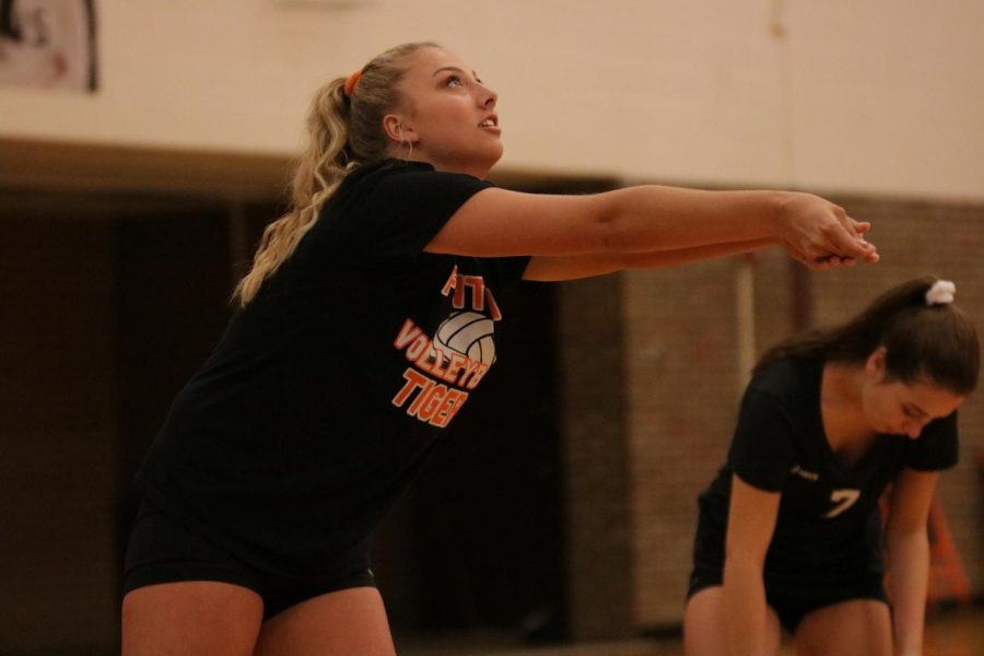 Senior Lily Elfstrom warms up for her volleyball game on Oct. 10.