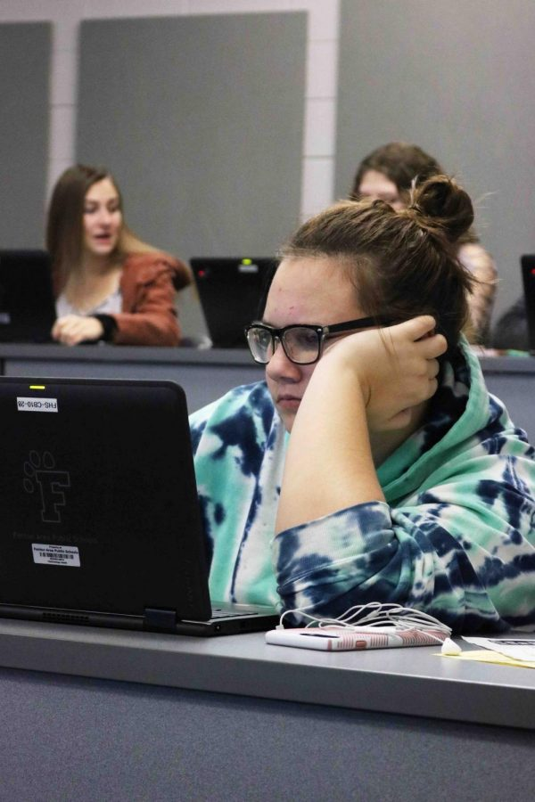 Sophomore Shaye Peterson works on updating her EDP with the rest of her SRT. Every SRT went down to the Lecture Hall to update their EDP's so that the students can work towards their career goals.