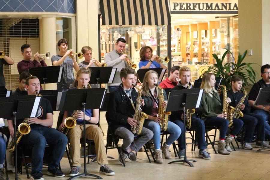 Ambassadors and Jazz Band perform at Genesee Valley Mall