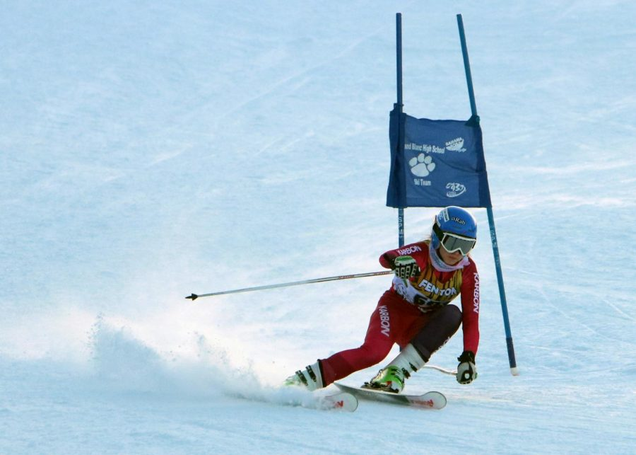 Sophomore Emma Hiscock skis against flushing in giant slalom. Fenton Linden ski took home the victory.