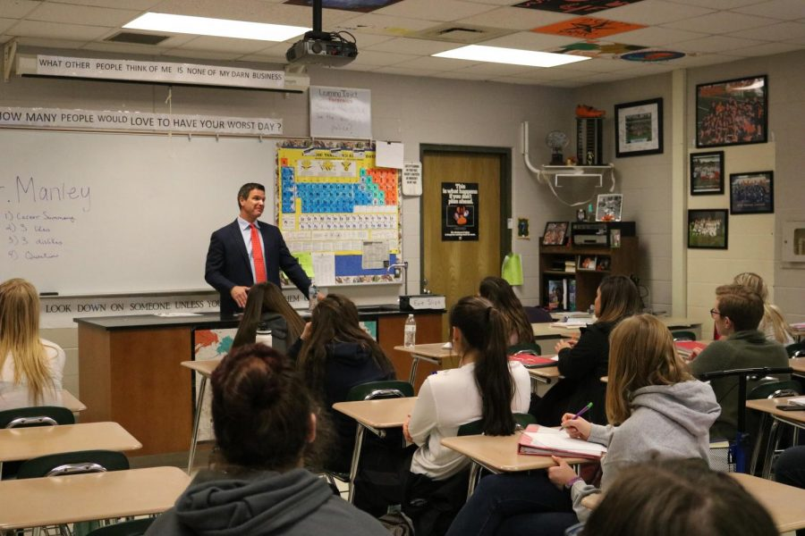 On Tuesday Feb. 6, Michael Manley visited the fourth block of Forensics to discuss his career as a criminal defense lawyer.
