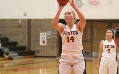 Junior Chloe Idoni breaks 1000 points in basketball