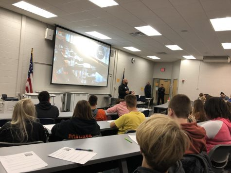 Entrepreneur Jason Warda speaks to Kelly Jones's and Vera Hazlett's SRTs. People from all different occupations came to speak to SRTs about their respective careers on Tuesday, Oct. 23.
