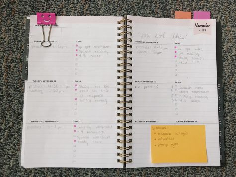 Students stay organized with planners