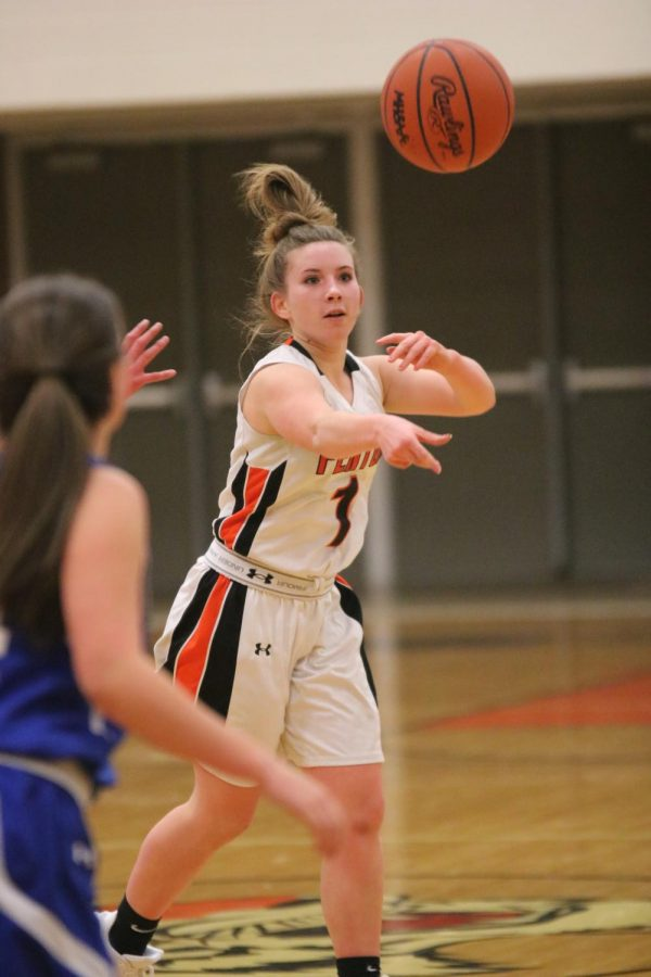 Passing+the+ball+to+her+teammate%2C+freshman+Olivia+Resa+plays+against+Rochester+High.+The+Fenton+freshman+girls+won+42-19.+