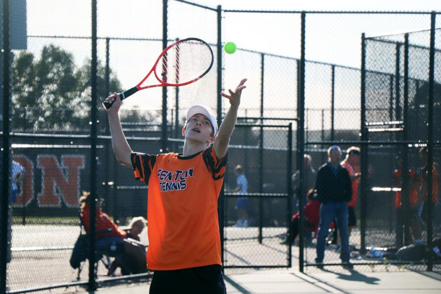 Tossing+the+tennis+ball+up+to+hit+it%2C+sophomore+Gavin+Stuber+serves+it+to+his+opponent.+The+JV+Tennis+Boys+versed+against++Brandon+on+Sept.+26.