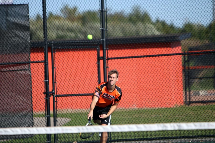 Volleying the tennis ball back to his opponents, senior Tommy Lockwood plays doubles with his partner senior Garrett Bloss. The Boys Tennis team won second place at Regionals on Oct. 10.