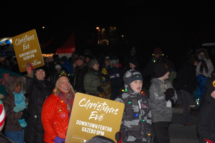 Fenton+residents+participate+and+walk+in+the+parade.+On+Dec.+7%2C+Jinglefest+was+held+in+downtown+Fenton.+