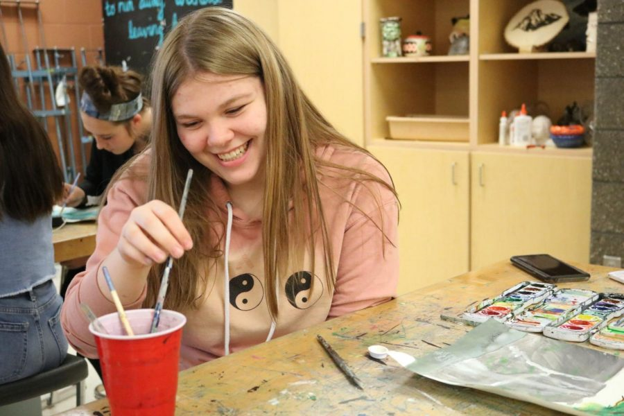 Sophomore+Bridgette+Husted+jokes+around+with+classmates+while+making+their+landscape+paintings+on+Nov.+6.+Tracy+Jambeck+had+her+class+choose+their+favorite+landscapes+to+paint.+