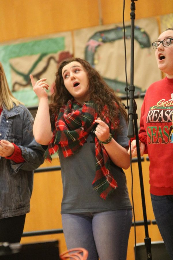 Senior+Jenna+Maher+sings+with+holiday+joy+at+the+2019+holiday+Concert.+On+Dec.+22+the+Fenton+Ambassadors+and+Jazz+Band+performed+in+front+of+students+to+spread+holiday+cheer.