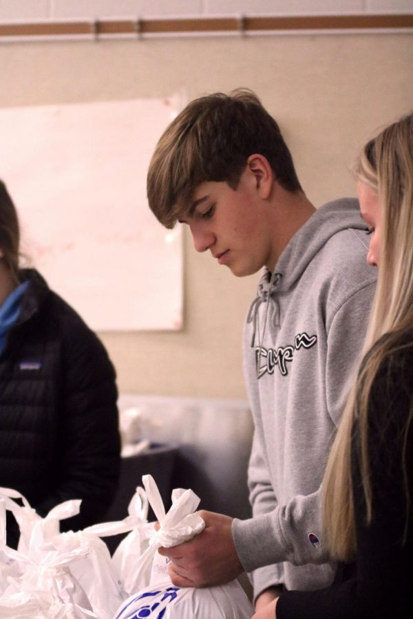 Sophomore+David+McDermott+is+helping+carry+bags+of+food+for+the+food+drive.+On+Jan.+23%2C+the+Key+Club+was+at+the+Ellen+St.+World+of+Wonder+campus.+