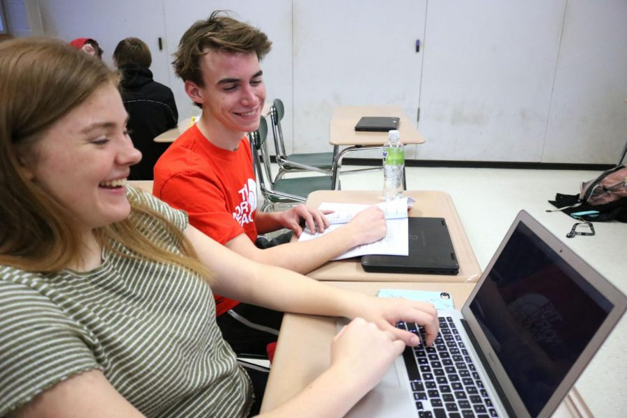 Sophomores Audrey MacLean and Chase Gibson practice coding during SRT. On Jan. 30, students in different SRTs were told about Hour of Code by representatives from a coding class, and took the time to try it out for themselves.