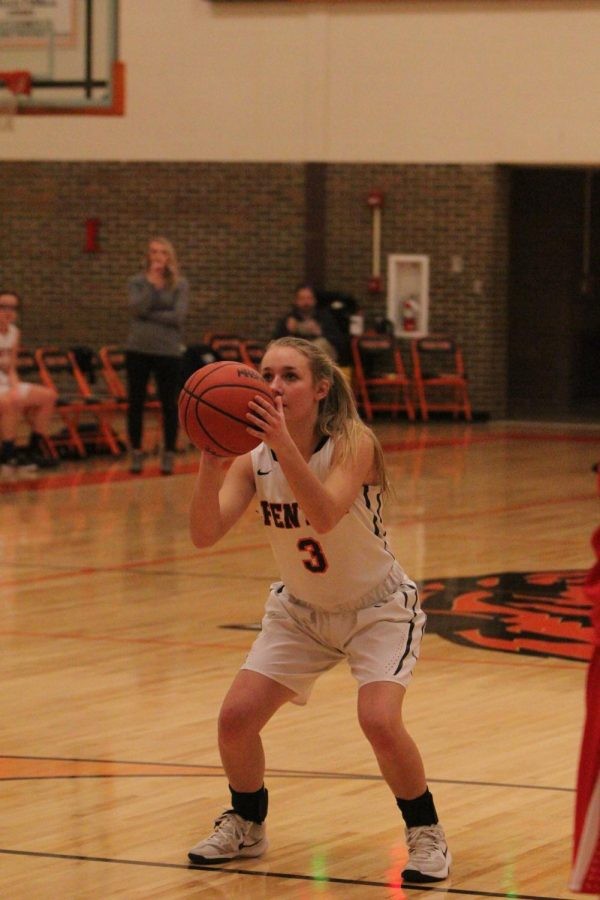 Sophomore+Bella+Henson+lines+up+to+shoot+a+free+throw+and+score+a+point+for+her+team.+On+Jan.+30+the+JV+girls+basketball+team+played+against+Swartz+Creek+and+won+50-24%2C