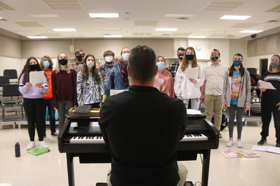 Playing the piano, choir teacher Brad Wright instructs his students as they sing. On November 16, the 6th hour choir class had rehearsal.
